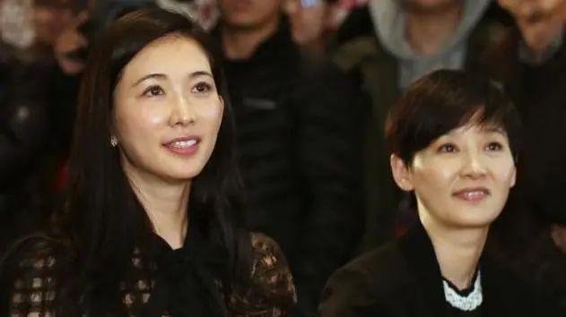 林志玲仗着年轻,同框53岁徐帆不化妆,看着没气质还显老!
