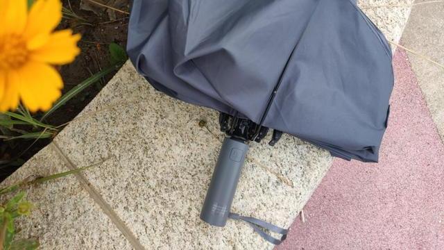三年后又见雨伞众筹爆款:剑指千万的90分反向折叠照明伞尝鲜评测