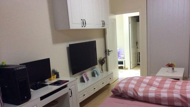 54平硬挤出两室,洗衣机和客厅都在卧室,大家都说空间利用好