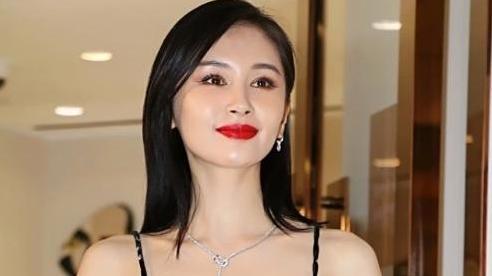 长发的李宇春,长发的马丽,长发的王子文,看到长发的她:不剪发早火了!
