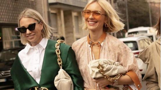 衣服好看不重要,重要的是好看的包包,在穿搭中起到点睛的效果