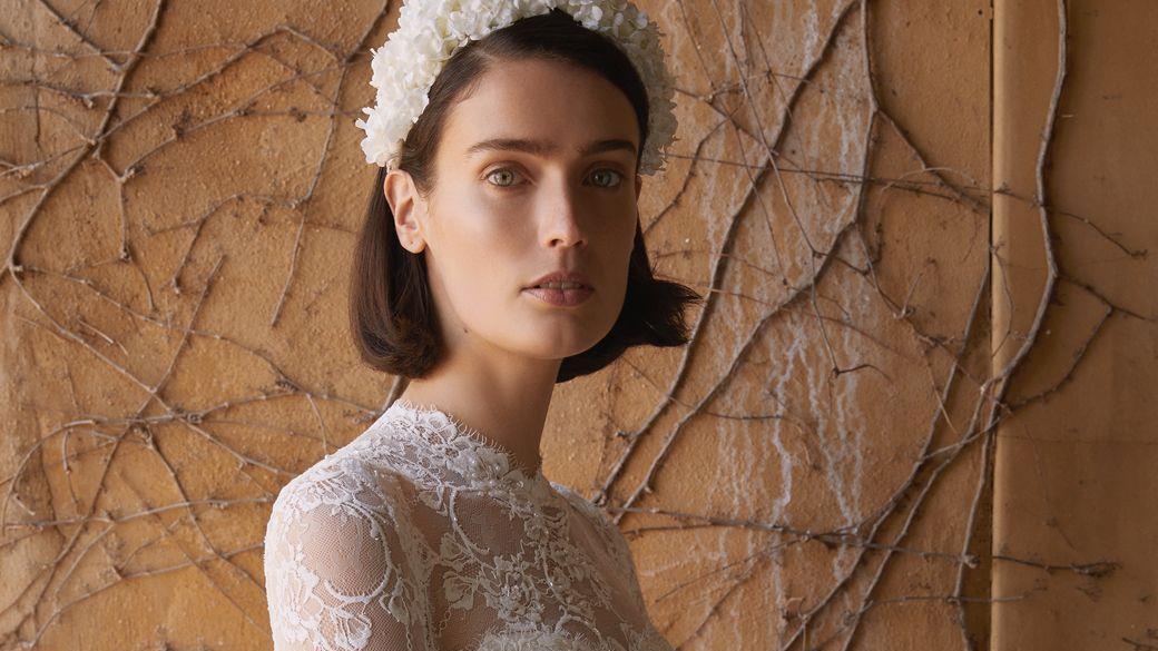 加厚粗头箍配婚纱更时尚!婚纱设计师:头箍已经成为新的王冠
