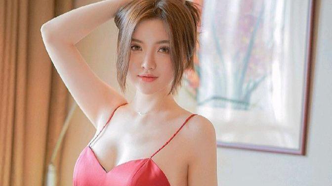 身穿红色吊带开叉短裙家居服的表姐,看起来真性感,是你喜欢的吗