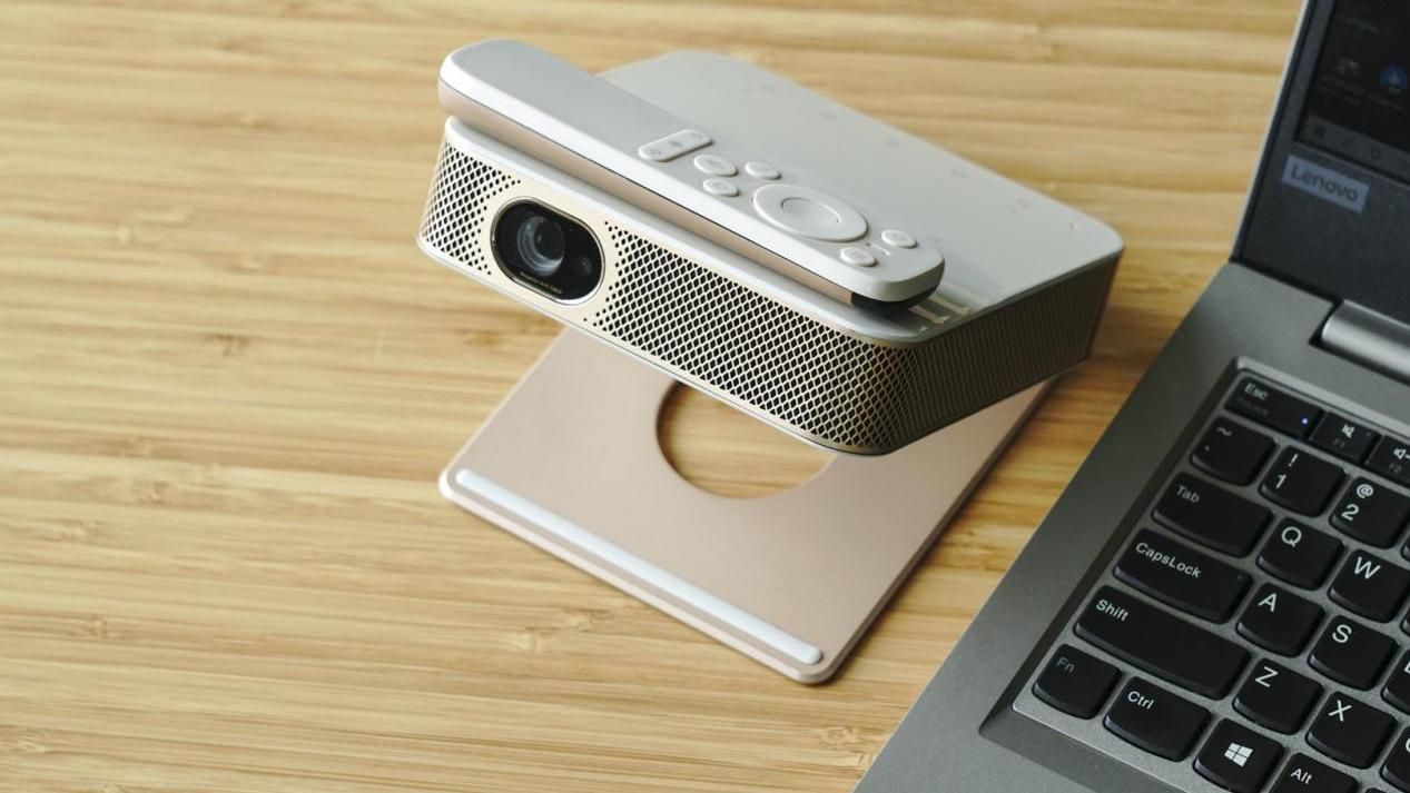 能放进胸包里的真1080P 帮你解决全家护眼问题 联想智能投影仪Air5体验评测