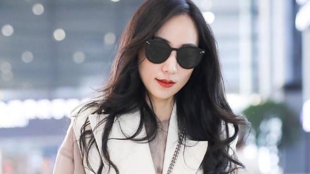 36岁演员韩雪宛如少女,倾情演绎风衣穿搭!丝毫不畏惧岁月洗礼