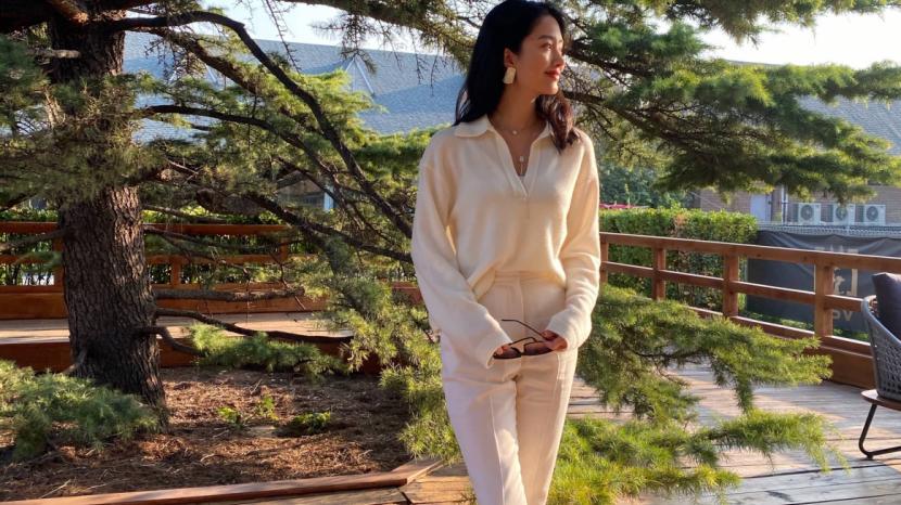 杨采钰的穿搭太有90年代港版电影女神那味儿了,白衬衣配半身裙,仙气飘飘