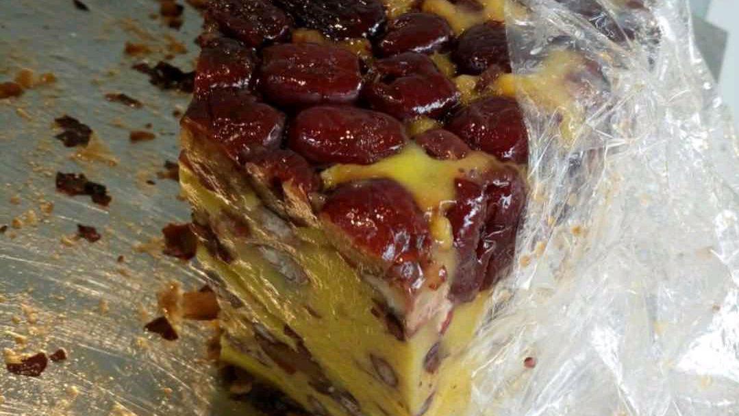 天津居民楼里的一家老味切糕,每天早上十点就没了,想吃得早点来