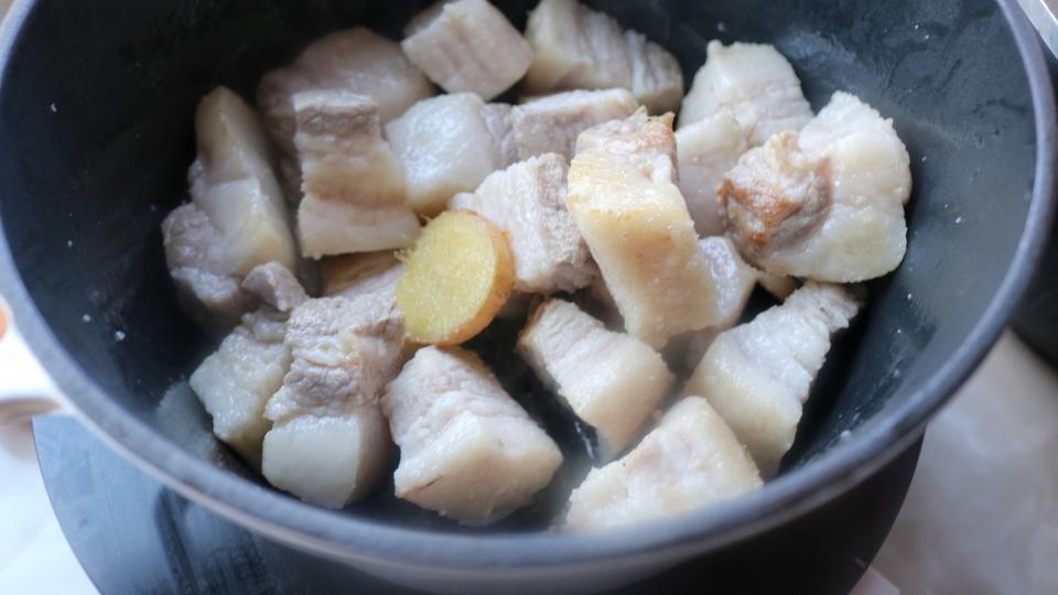 天冷最爱的懒人菜,炖一炖就出锅,拌饭太香了,简单省事