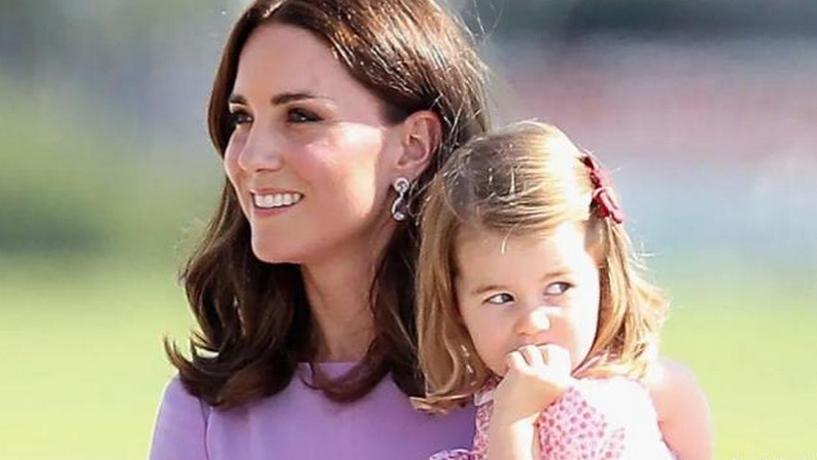 38岁英国王妃凯特火力全开,秀完夏洛特又秀自己家居服,急得梅根马上模仿