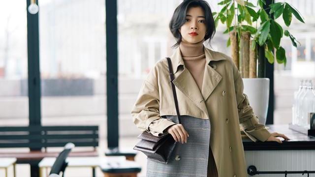 """优雅女人秋冬喜欢""""长外套+连衣裙"""",时髦百搭,三木博主超爱穿"""