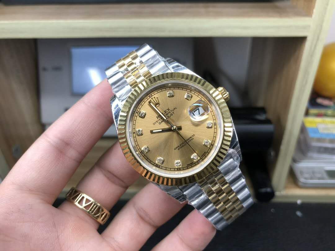 四十岁男士最适合的腕表,劳力士间金日志还是熊猫迪?