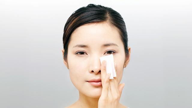 怎么挑选卸妆水?不同肤质的人应该使用不同的卸妆水