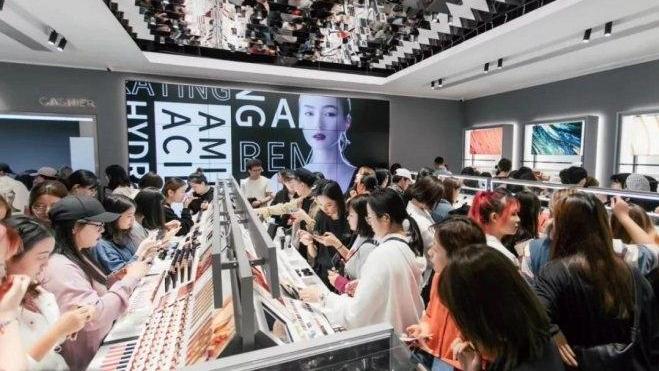 国货彩妆成功崛起!销量超过兰蔻、雅诗兰黛,成立四年估值270亿