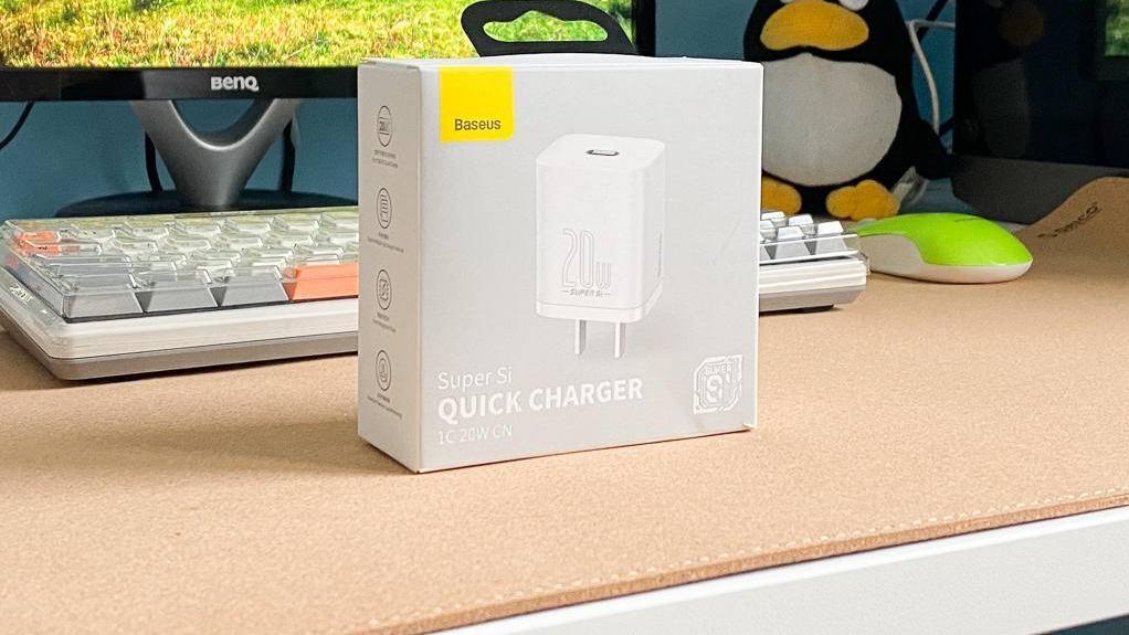 不止是iPhone12绝配:倍思超级硅20W快充充电器评测