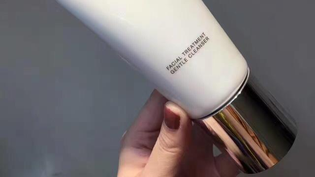 让你拒绝油光满面!超温和洗面奶测评:清洁毛孔控油美白效果好