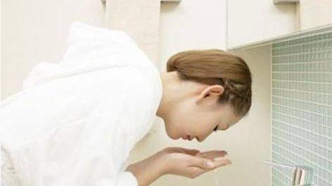 洁面啫喱是洗面奶吗 深层清洁毛孔的方法