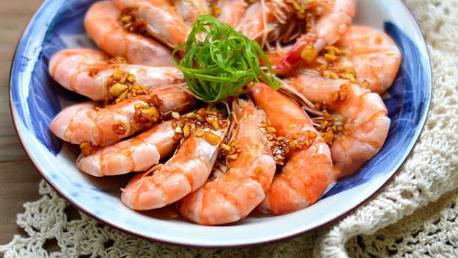 广东人做虾的方法,鲜嫩弹牙原汁原味,比白灼虾好吃更简单