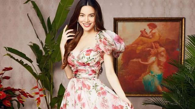 越南流行天后胡玉荷 才华出众会穿搭 玫瑰印花裙美炸了