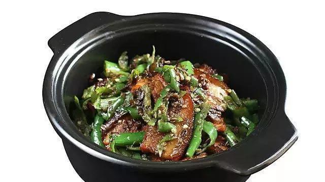 美食推荐:盐水卤老豆腐煲,口蘑豌豆米,汤圆戏板筋,擂椒炒扣肉