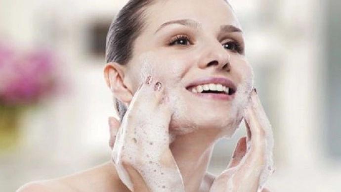 温和控油祛痘洗面奶盘点:没想到这些洗面奶可以收缩毛孔细腻肌肤!
