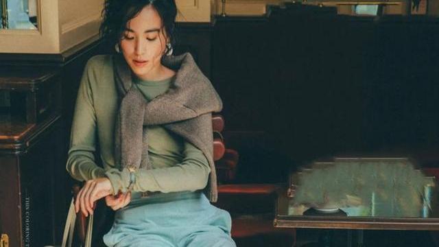 超级百搭的针织自制坎肩,日本女人最会穿,优雅时尚有层次