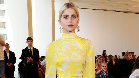 柠檬不仅能吃还能穿!柠檬黄服装了解一下,时髦亮眼减龄满分