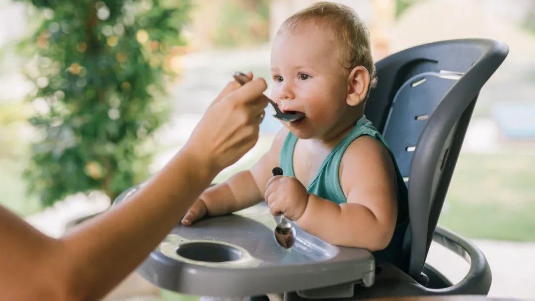宝宝一岁半了才17斤,体重一直长不上来,买的奶粉也不怎么爱喝