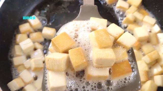 家常版烧豆腐这样做,简单营养又解馋,豆腐入味好吃,超级下饭