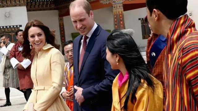 不丹大公主遇上凯特王妃,身高差距大说话得仰头,好在活泼有自信