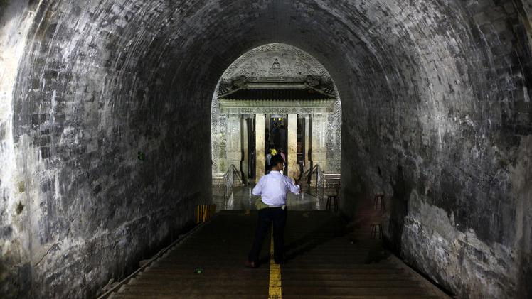 同样是陵寝被盗墓贼盗取,为什么现如今只有乾隆的陵墓对外开放?
