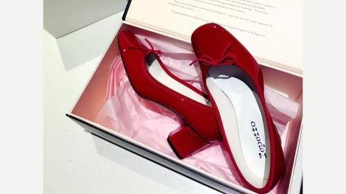 女人过了30岁,别牛仔裤配小白鞋,太土!这些平底鞋让你更显高级