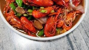 天气越来越热,又是吃小龙虾的季节,送您家庭版十三香小龙虾做法