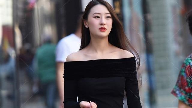 淑女秋日最美的穿搭, 一字肩配牛仔裤, 显身材, 显气质, 更显魅力