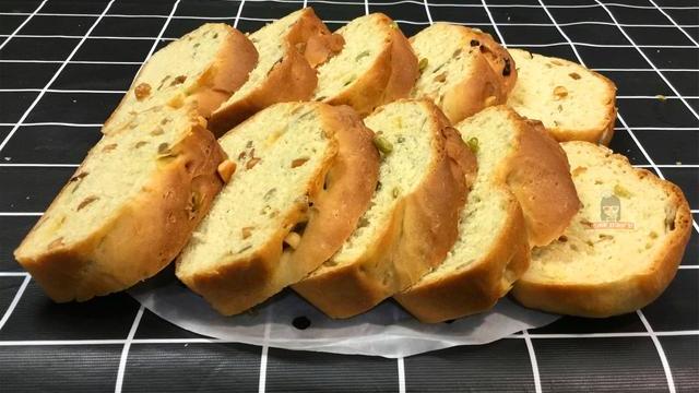 全麦面包这样做好吃又简单,不加黄油不加糖,松软细腻,不干不硬