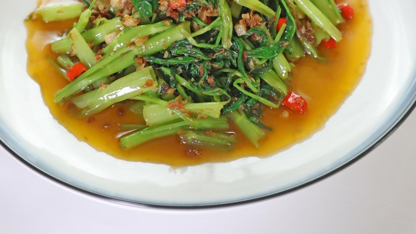 空心菜与XO酱搭配,几分钟炒1盘,颜色翠绿又好吃,全家都点赞