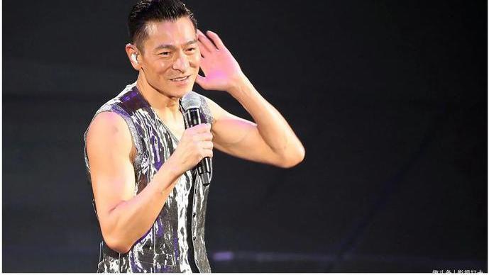 刘德华60岁生日,惊动香港大半个娱乐圈,李连杰向太洪金宝齐聚!