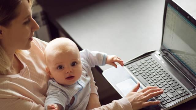 产假结束前,提前多久让宝宝适应奶瓶奶粉?方法用对妈妈放心上班