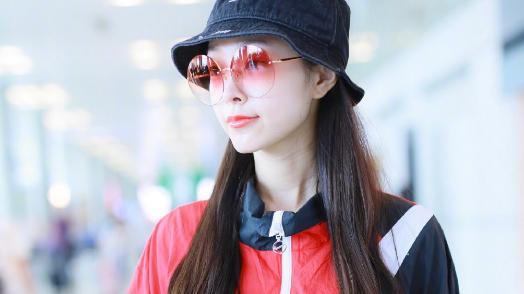 """宋轶也爱潮流穿搭,""""水蜜桃镜""""成为看点,被称为时尚翘楚"""