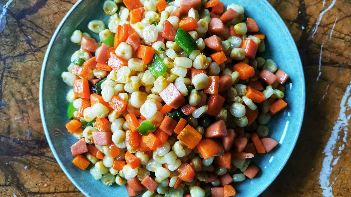 当下最好的减肥代餐食品甜玉米,炒甜玉米吃起来,吃到撑都不会胖