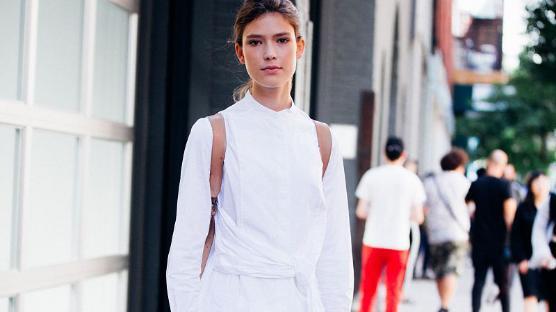黑白双色才是冬季完美的流行色,简约又高级,太适合中年女性穿了