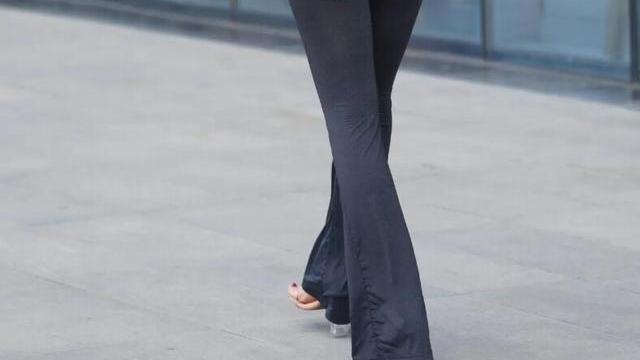 打底裤的穿搭魅力动人增加街头气息,散发迷人的华丽气息