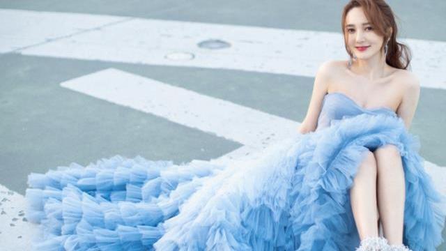 """有一种""""会穿""""叫勒梦佳,穿天蓝色连衣裙,女生看了都羡慕"""