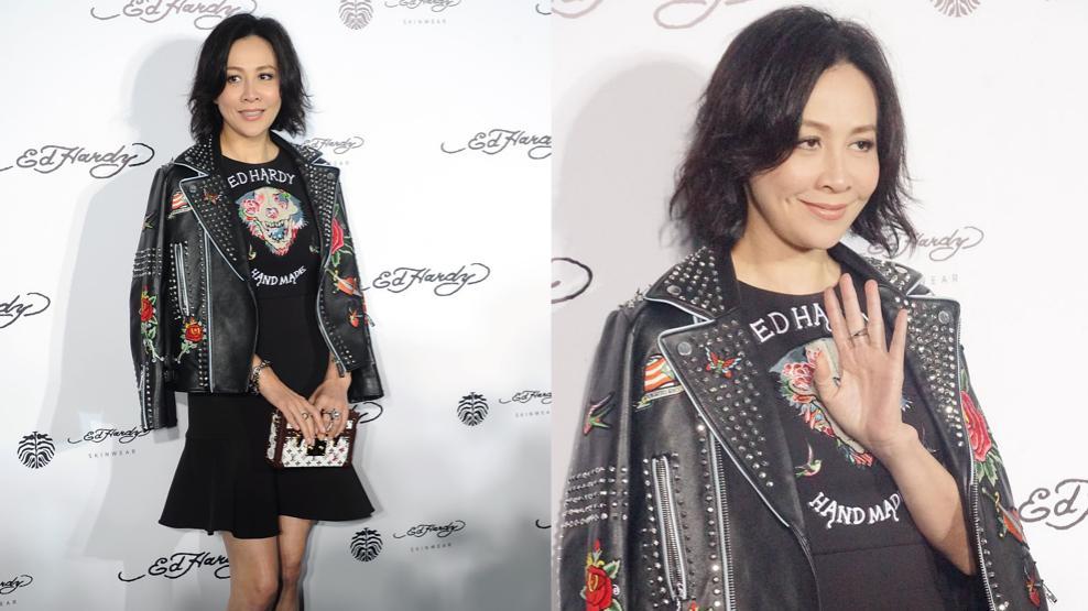 刘嘉玲真是懂时尚,皮裙两边开透气口,穿一身黑看着也不显闷