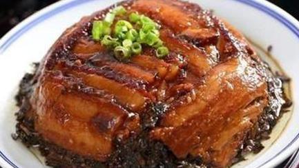 家常菜:梅干菜扣肉、青瓜炒肉片、香菇烧豆腐