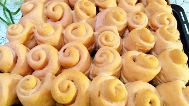 松软可口的玫瑰花面包,自己在家就能做,少油少糖有益健康!