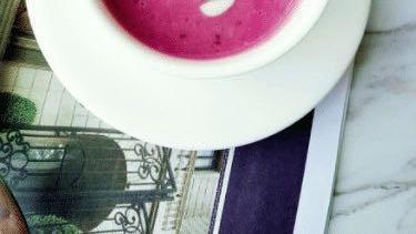 紫薯红枣奶昔,添加酸奶是为了增添奶昔的风味,这样味道才更鲜美