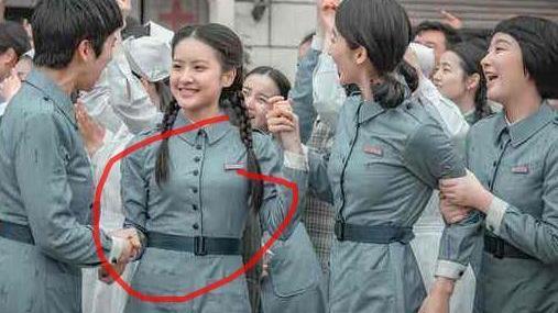 """打着""""亮剑""""的旗号拍神剧!护士穿裙子忍了,你看主角头上多少发胶?"""