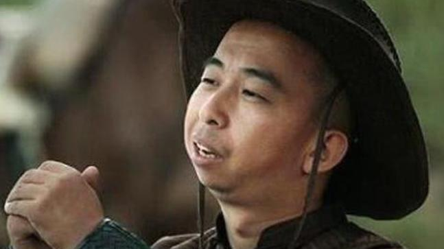 比王宝强还丑,却和黄渤一样有才,娶了个老婆貌美如花