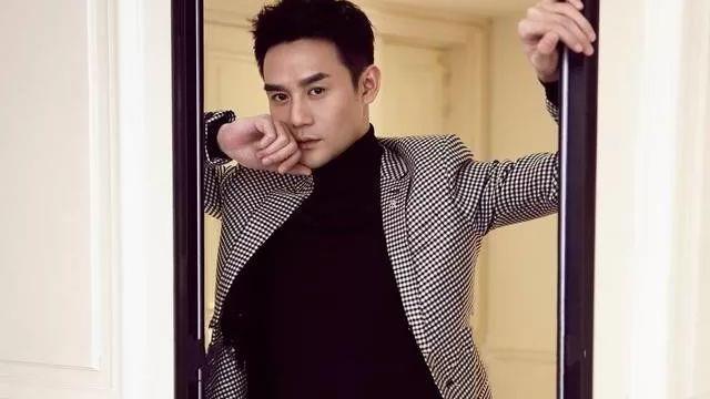 36岁王凯被称为正式教科书,私下里他是个穿着休闲装的潮人。