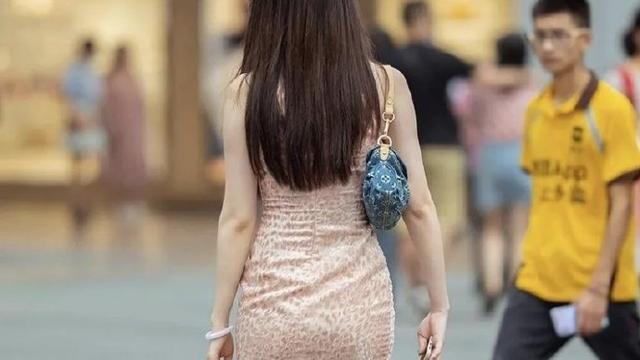 """30岁阿姨的""""鳄鱼裙"""",蕴藏别样魅力,一般女孩难以驾驭!"""